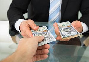 Можно ли давать деньги в долг?